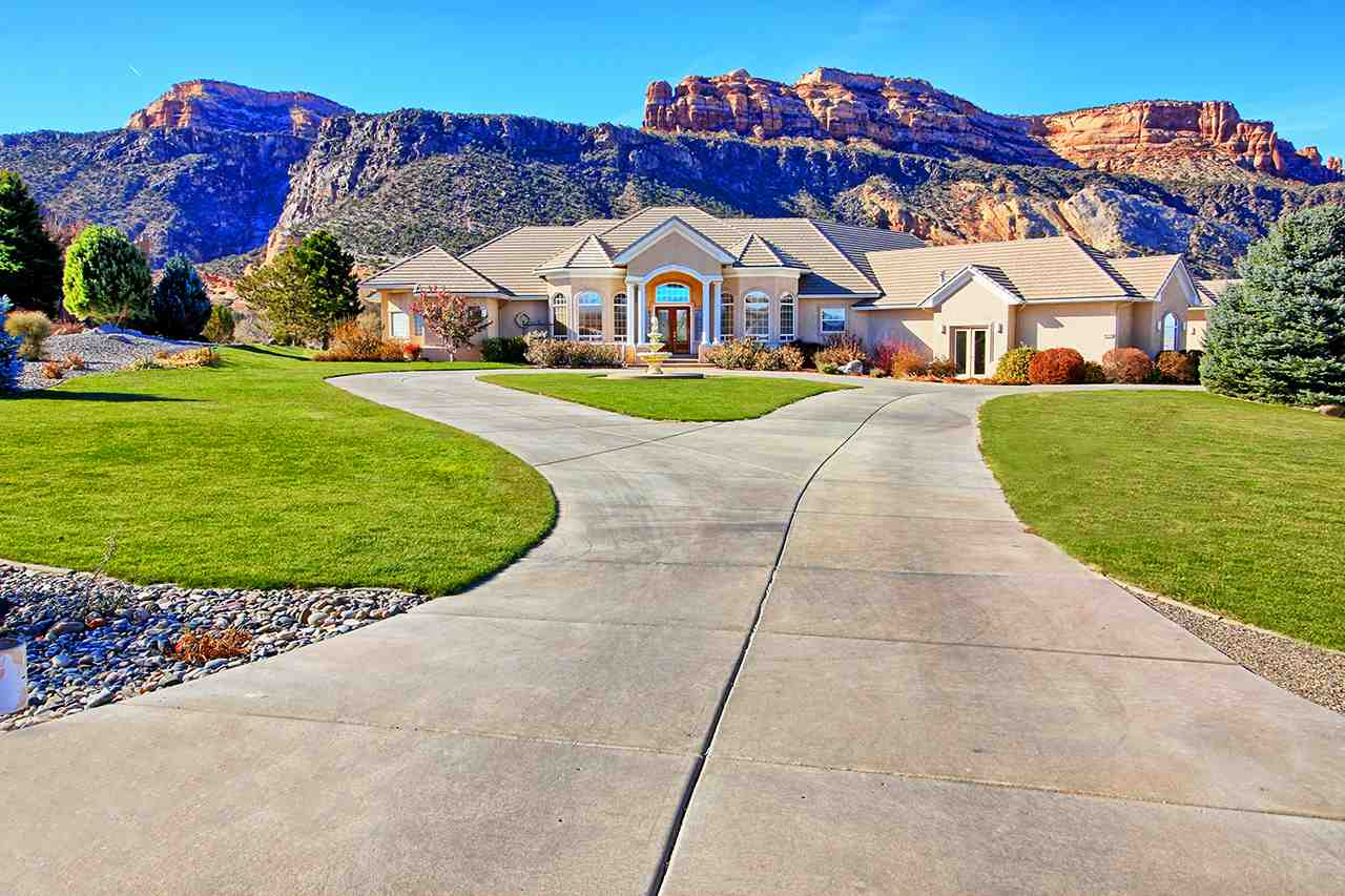 2141 Redcliff Circle Property Photo