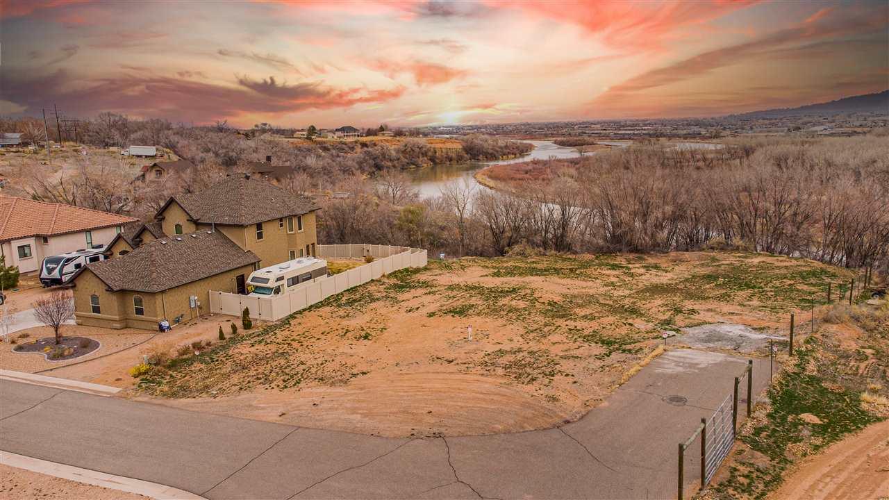 Canyon Wren Court Property Photo