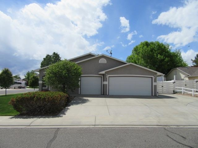 661 Thornhill Court Property Photo