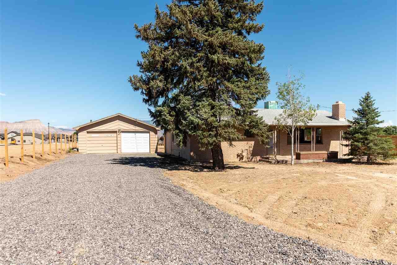 676 28 Road Property Photo 1