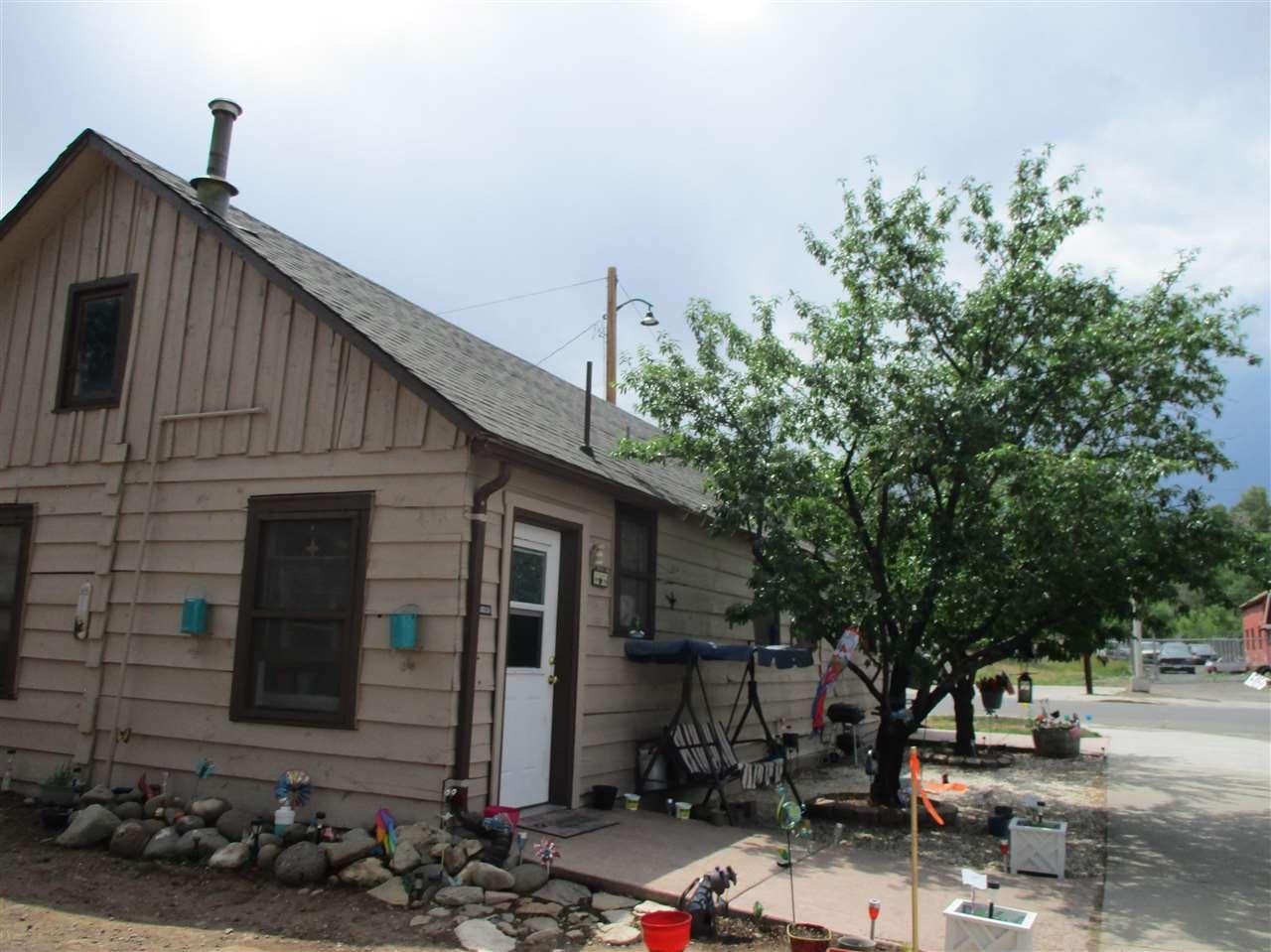 1002 Elm Avenue Property Photo 1