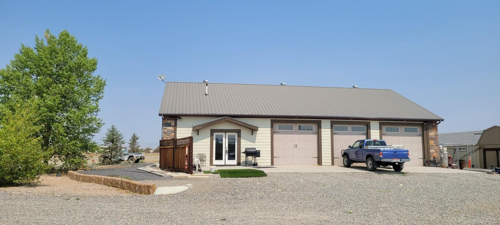 1610 18 Road Property Photo 1