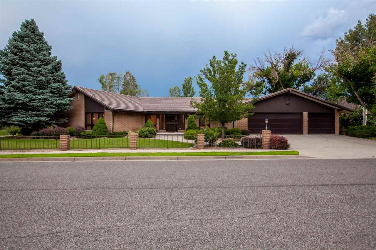 1633 Crest View Court Property Photo 1