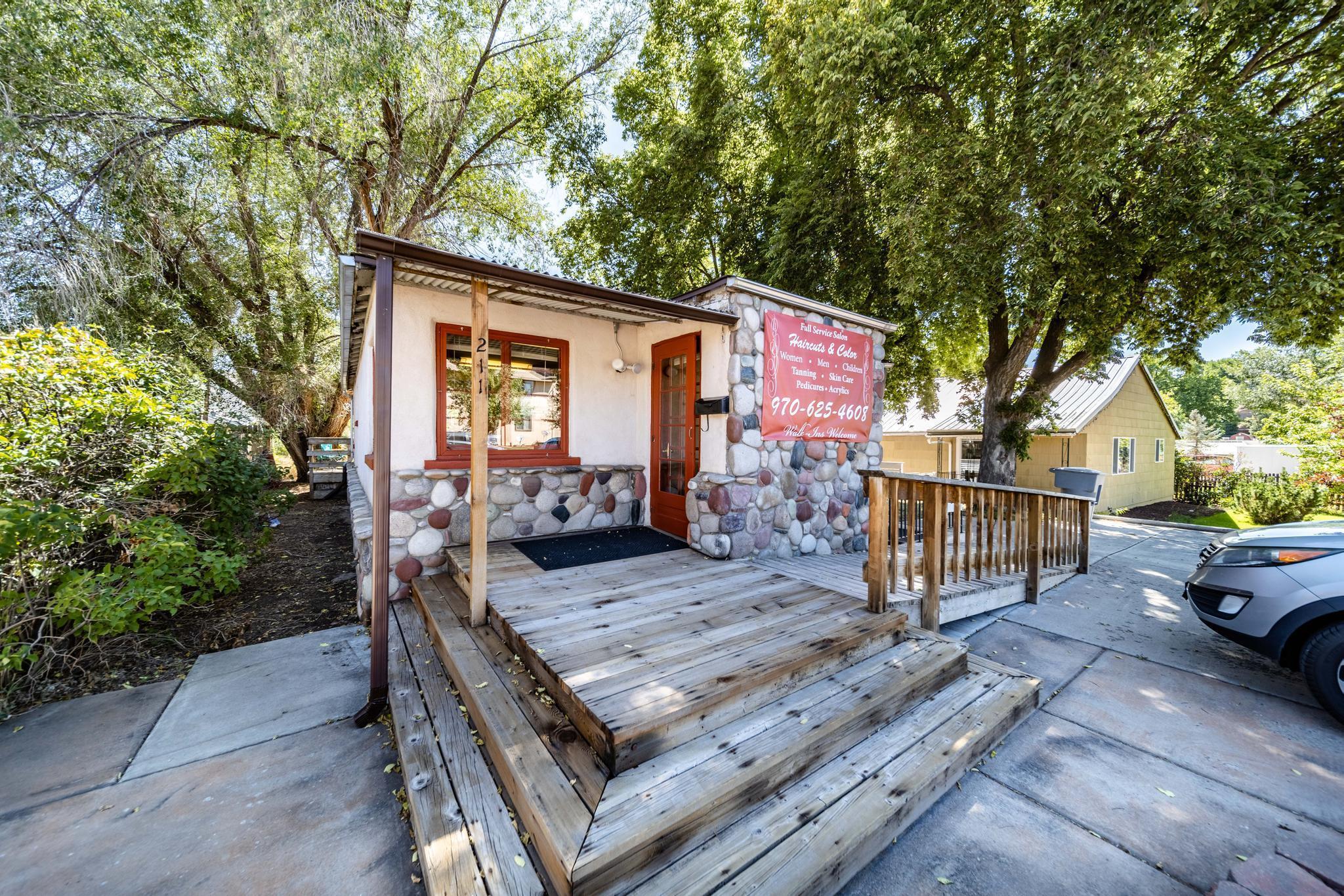 211 W 5th Street Property Photo