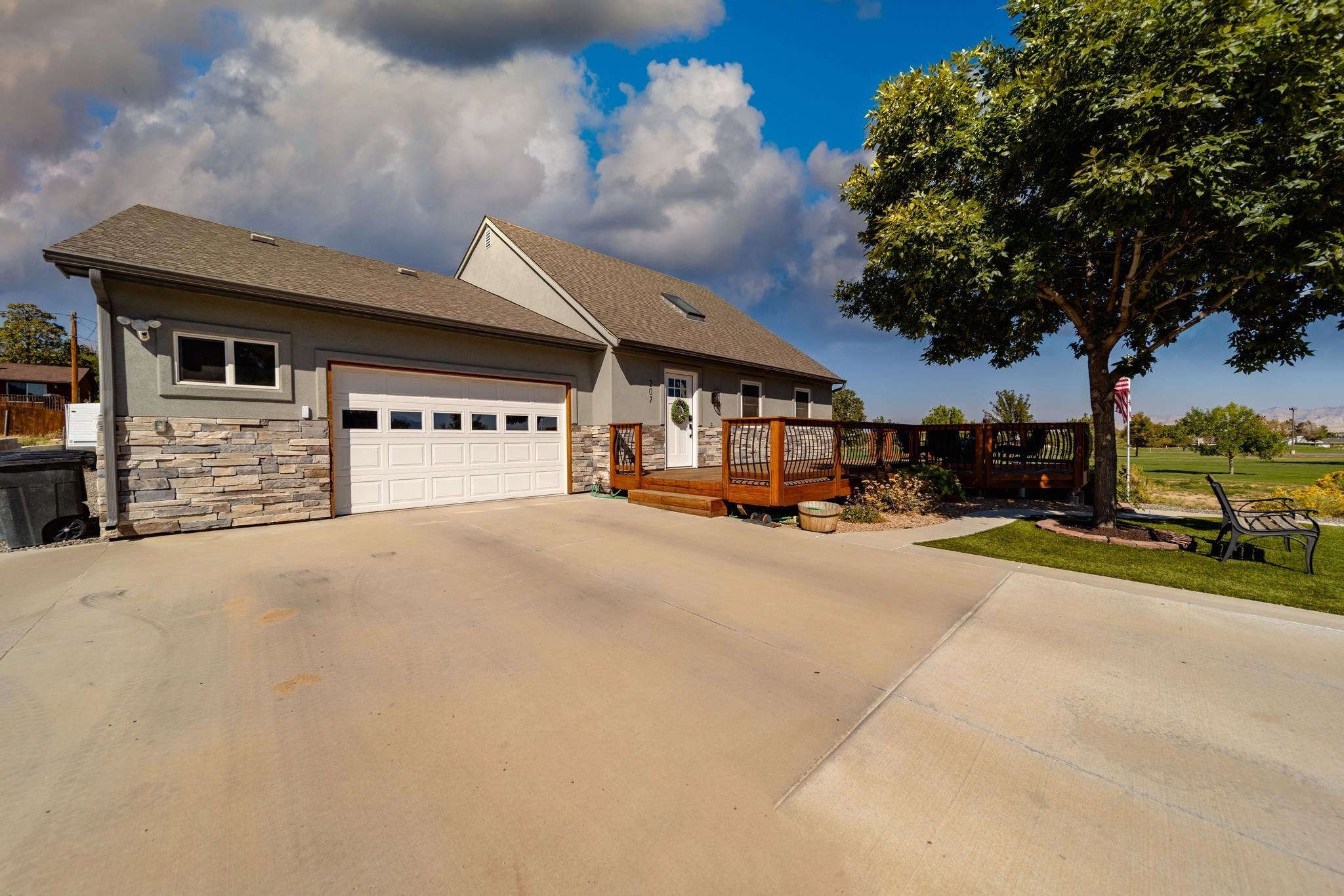 207 Garfield Drive Property Photo 1