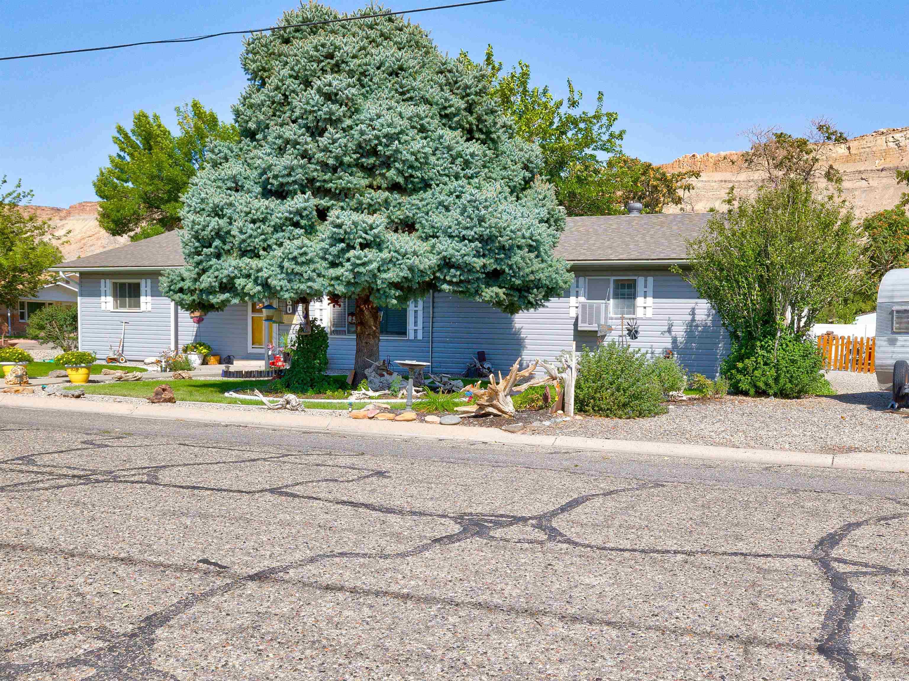 460 W 6th Street Property Photo 2