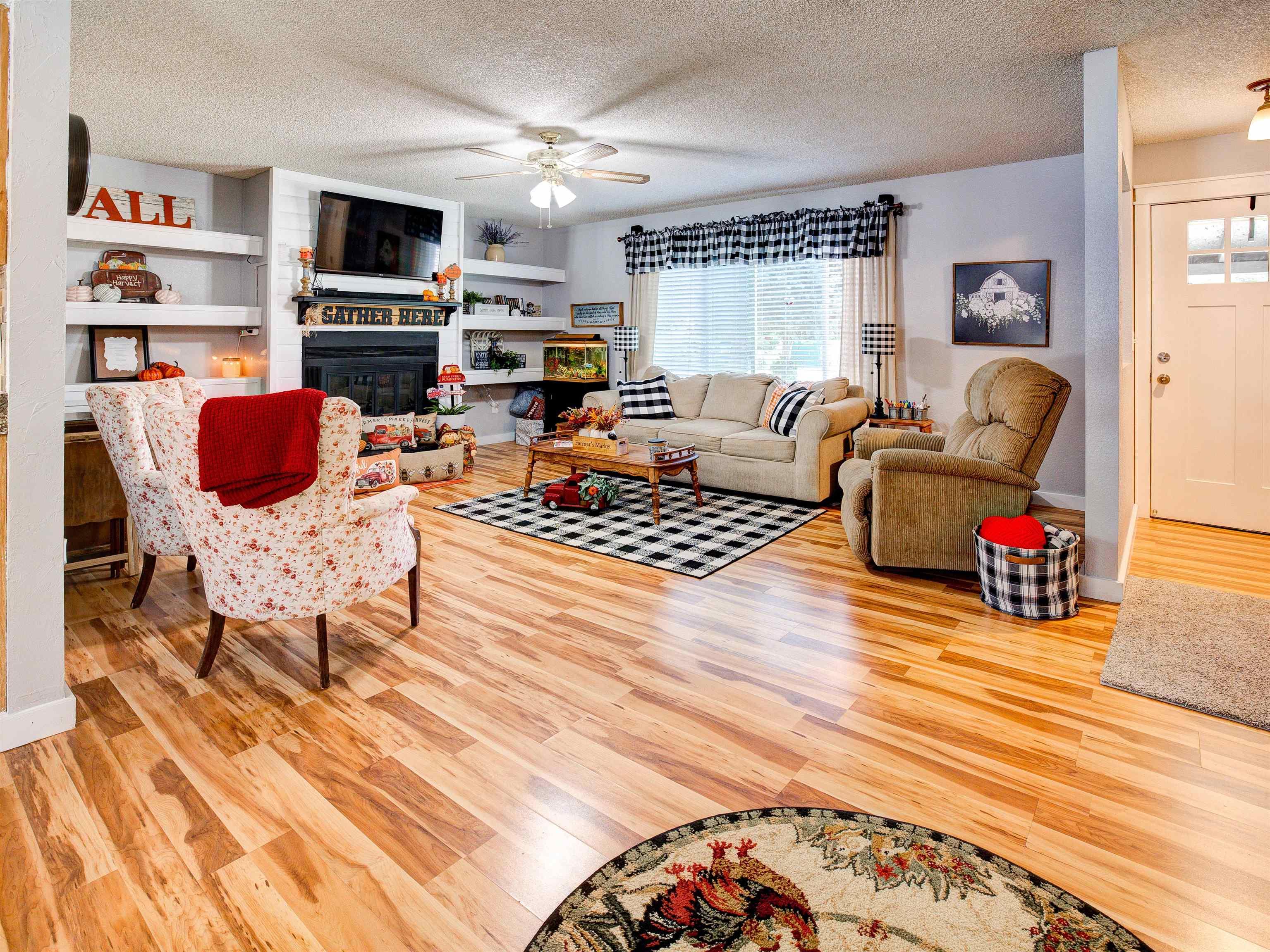 460 W 6th Street Property Photo 8