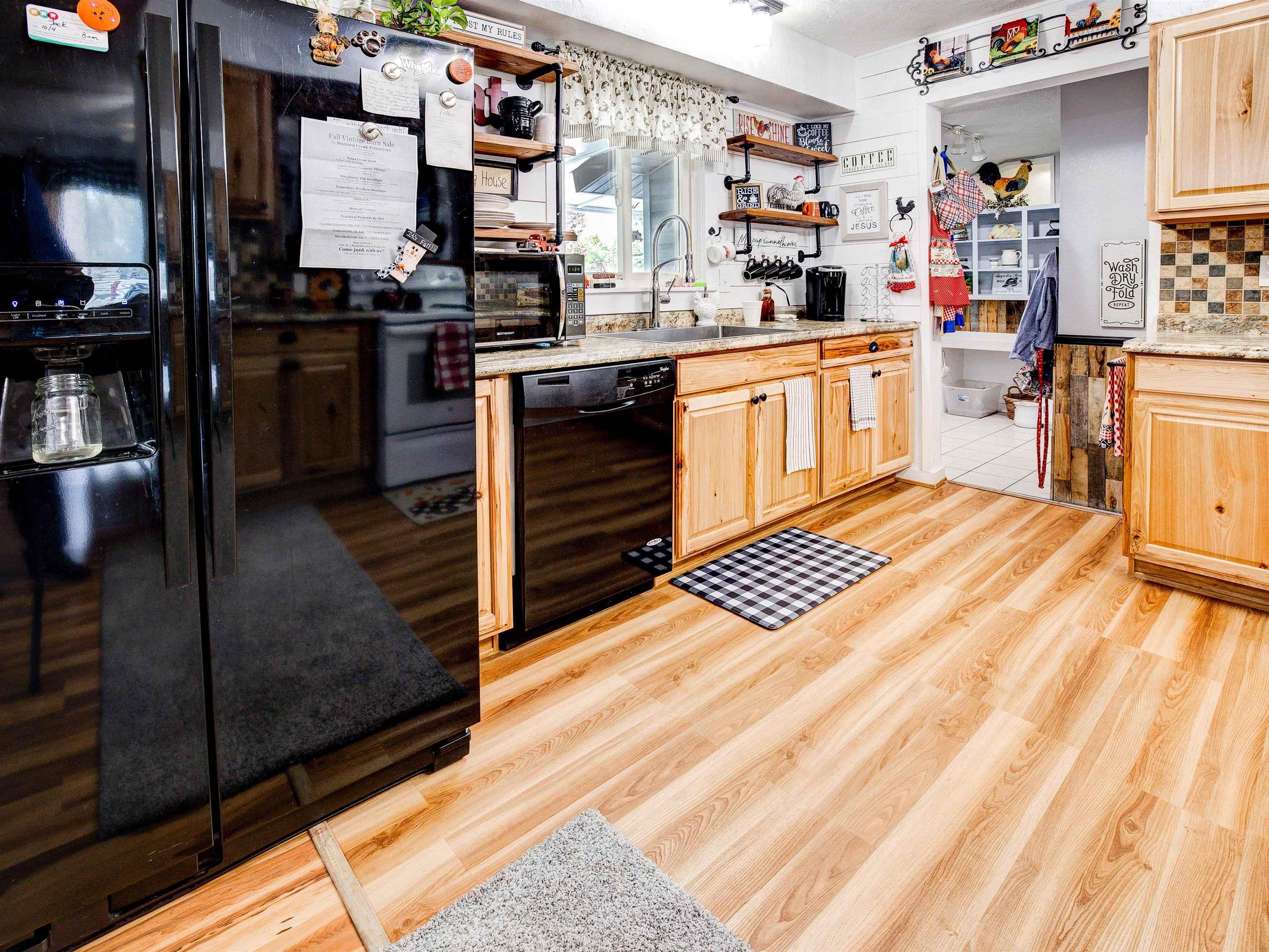 460 W 6th Street Property Photo 10