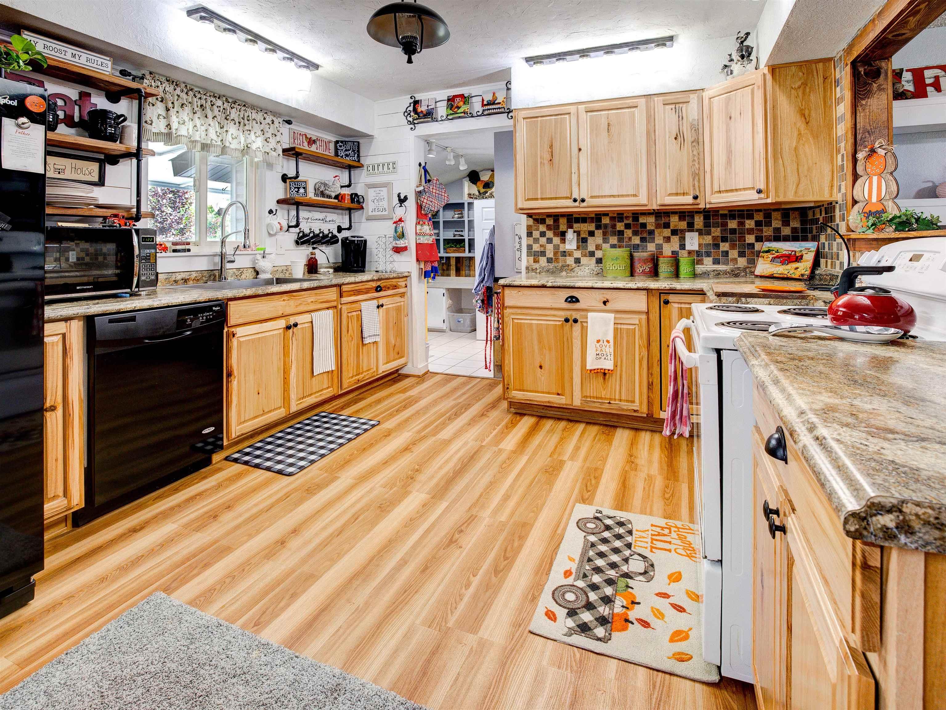 460 W 6th Street Property Photo 11