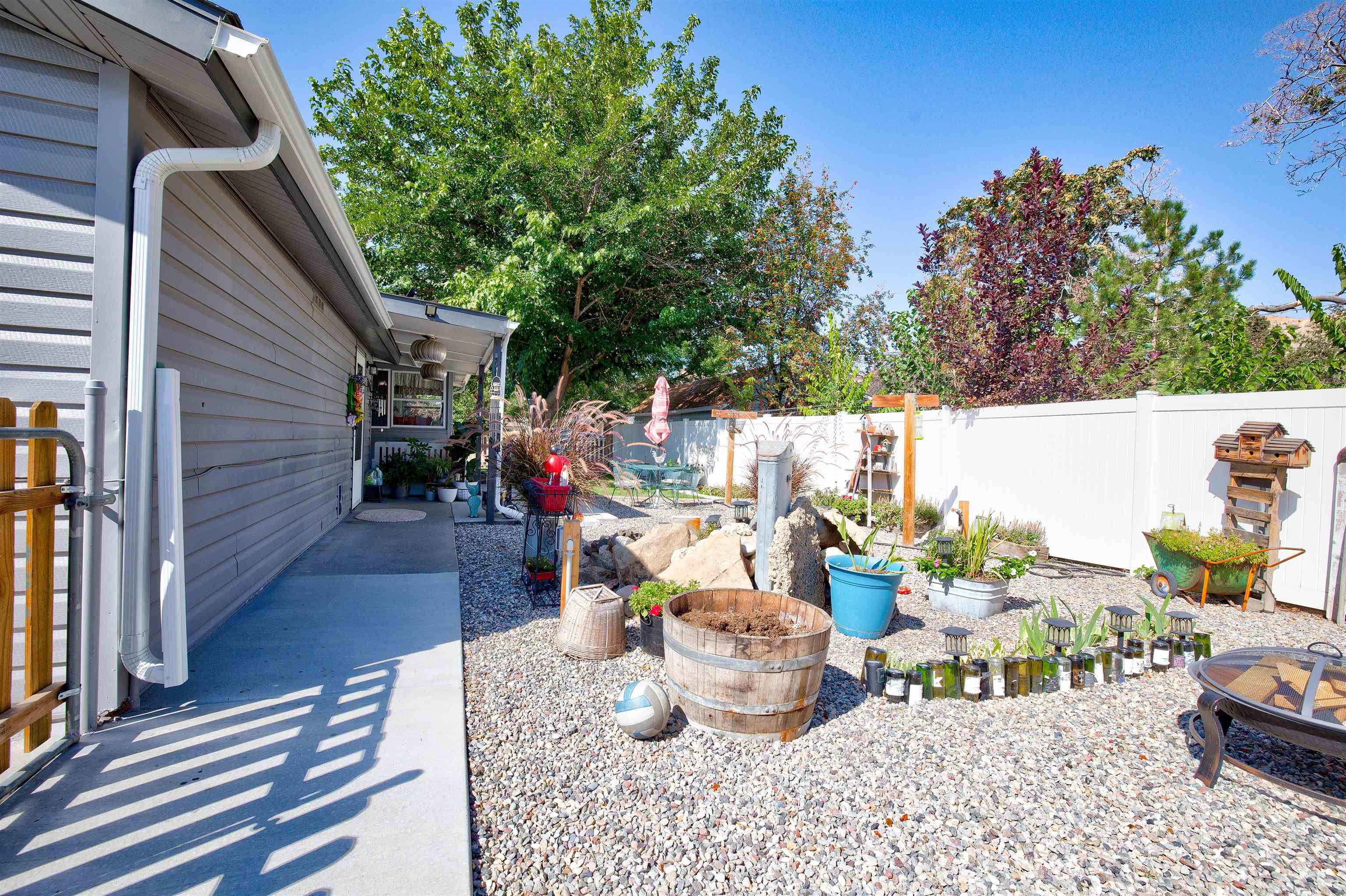 460 W 6th Street Property Photo 29