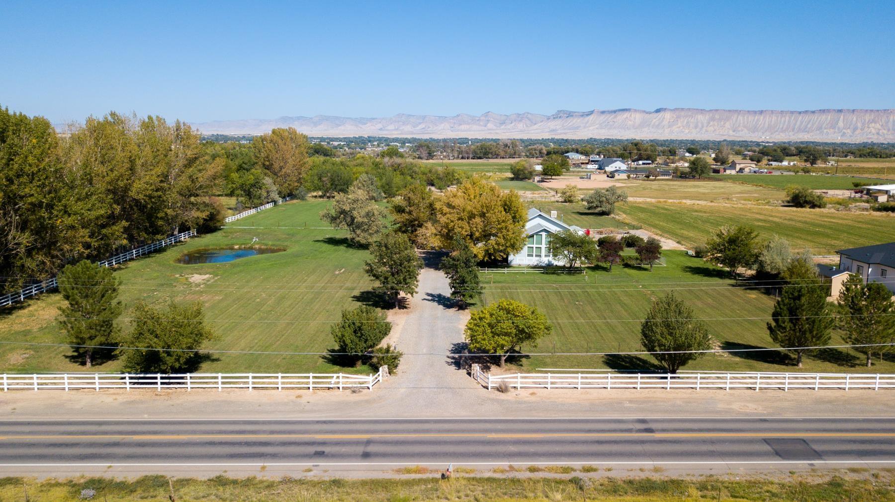 2984 B 1/2 Road Property Photo 1