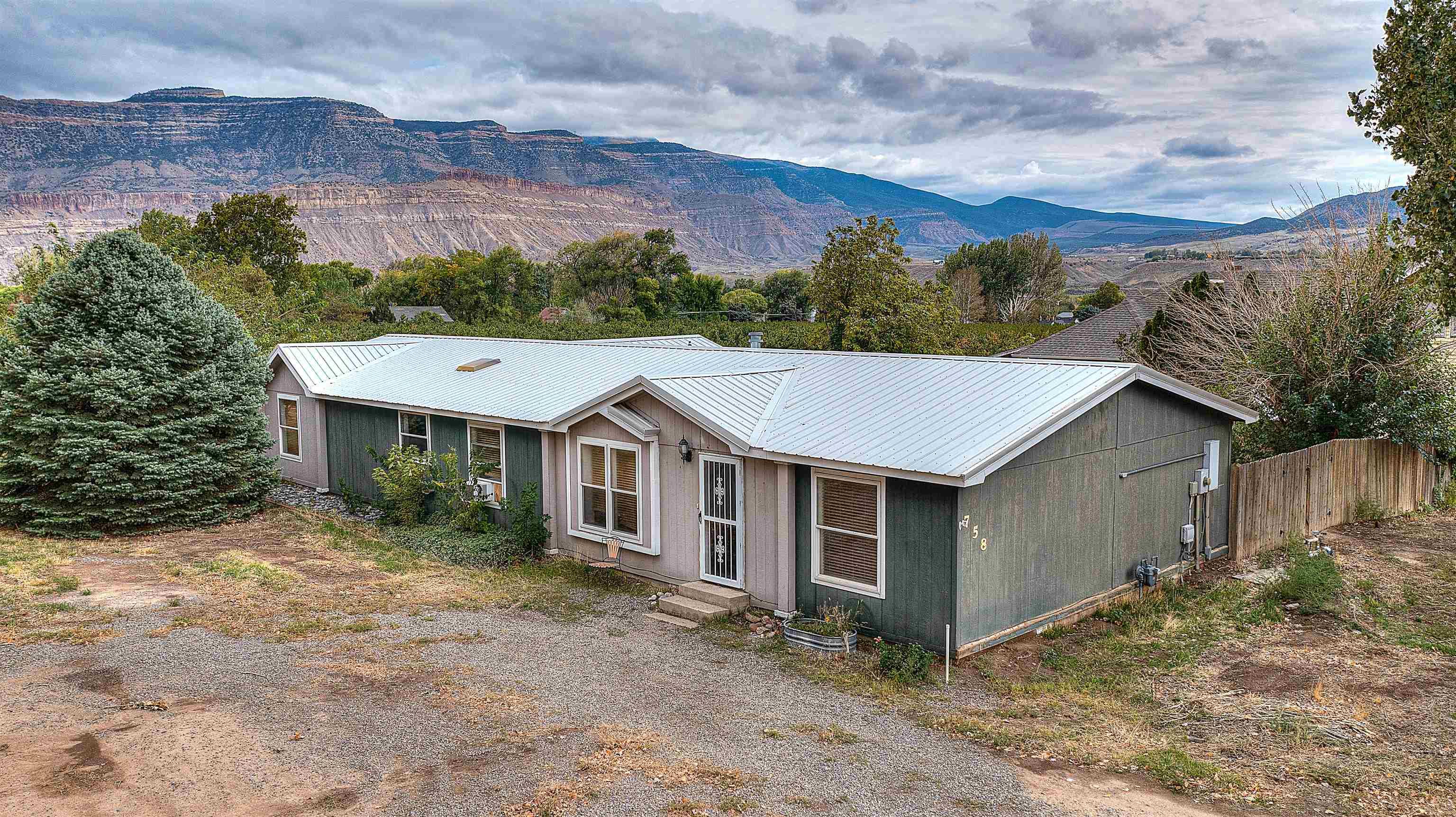 758 37 8/10 Road Property Photo 1