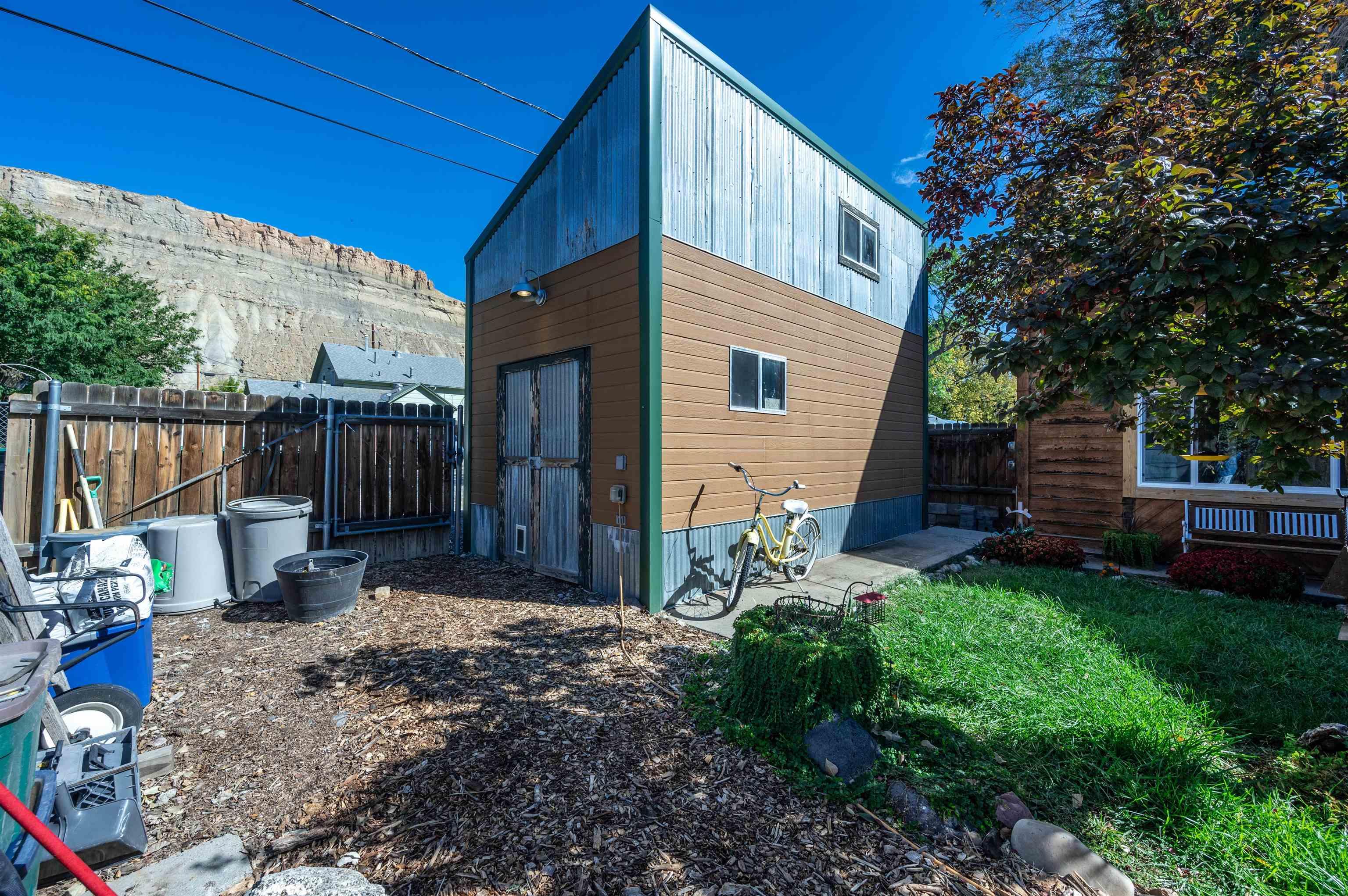 318 W 2nd Street Property Photo 3