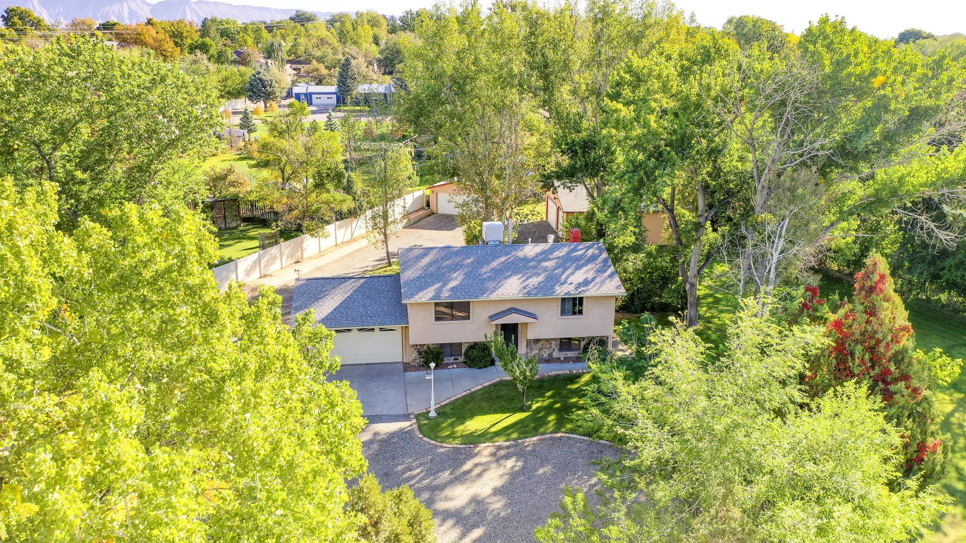 690 Cloverdale Drive Property Photo 1