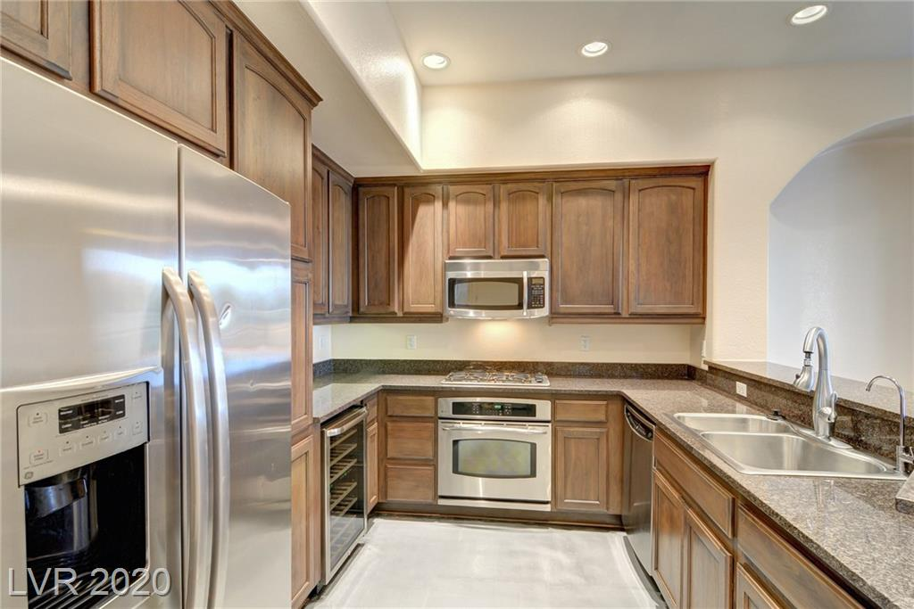 32 SERENE Avenue #110 Property Photo