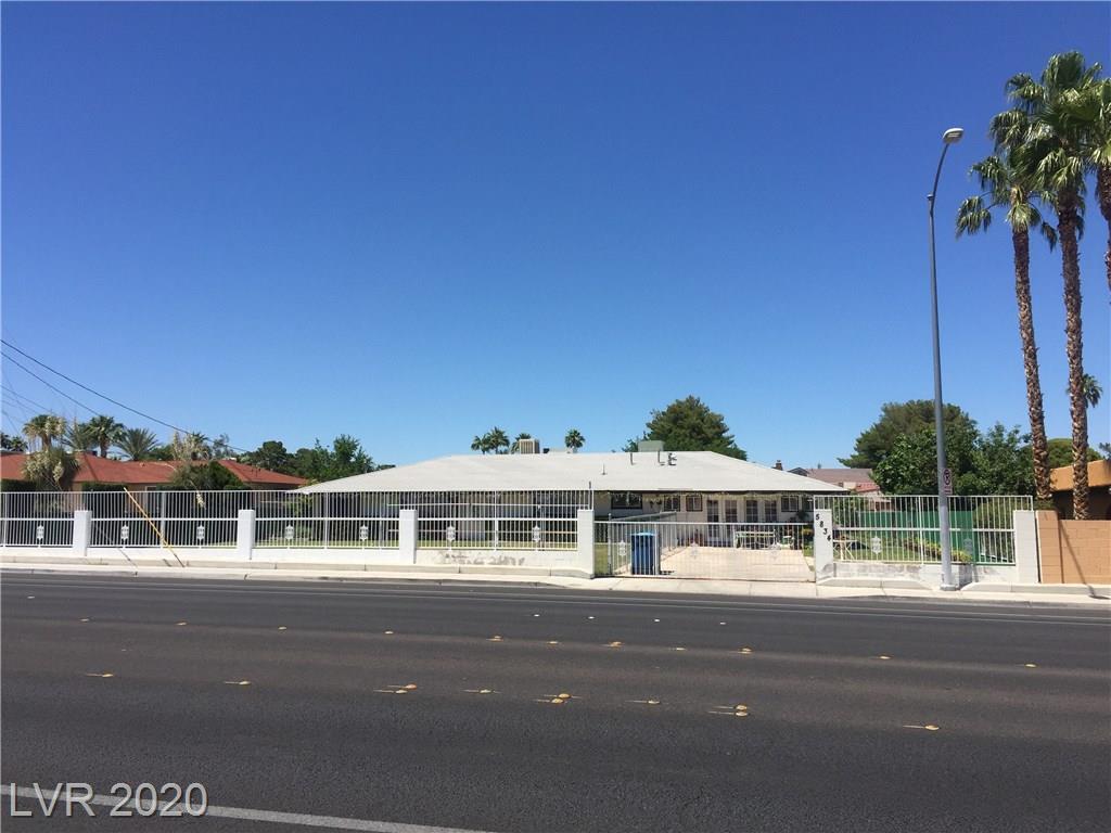 5834 W Oakey Boulevard Property Photo