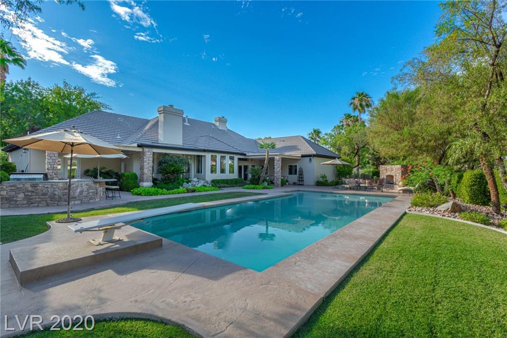 2430 Greens Avenue Property Photo