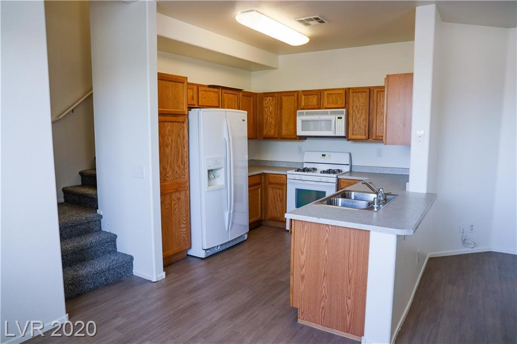 6596 Cotsfield Avenue Property Photo