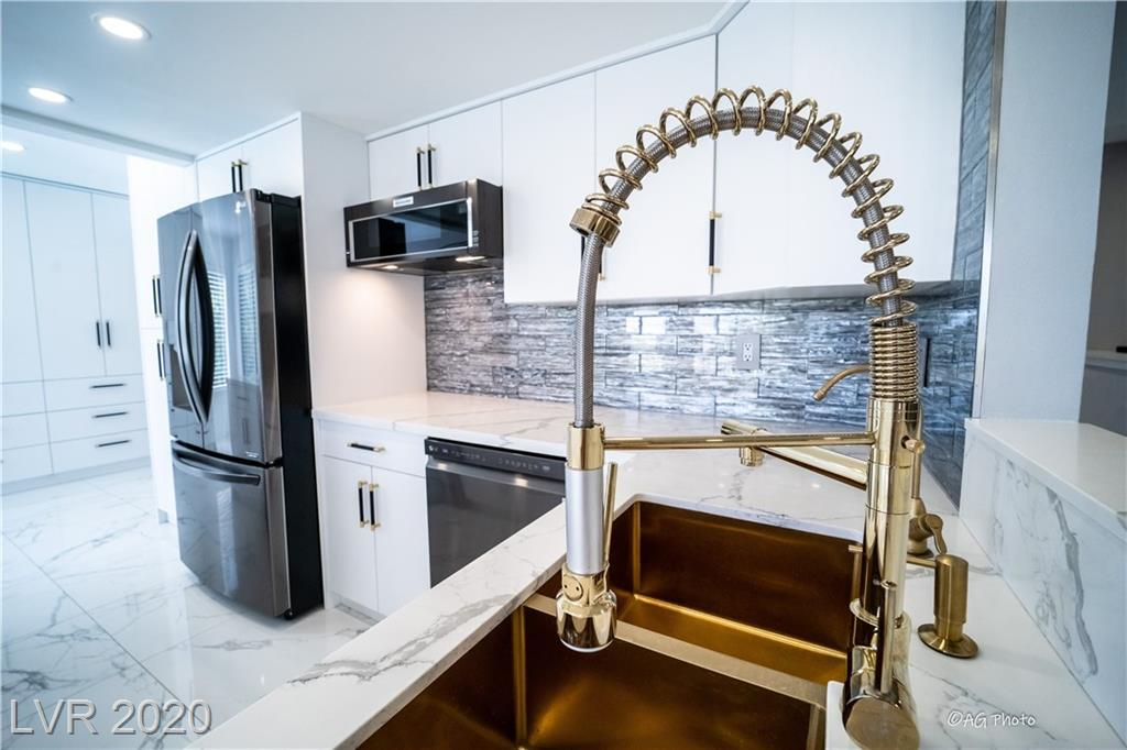 2932 Crystal Bay Drive Property Photo - Las Vegas, NV real estate listing
