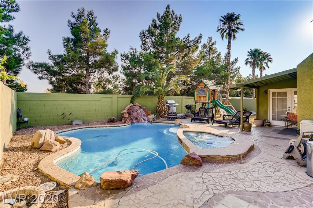 1087 Aspen Breeze Avenue Property Photo