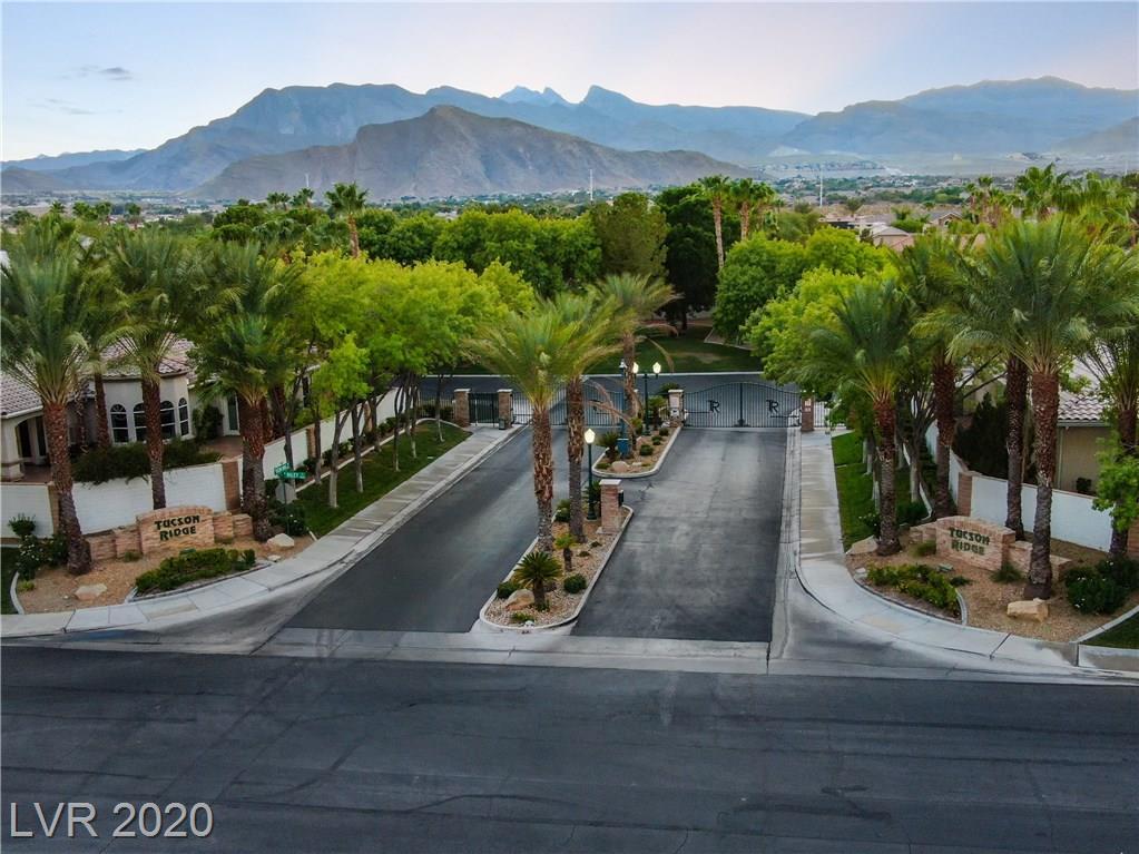 4702 Blue Mesa Way Property Photo - Las Vegas, NV real estate listing