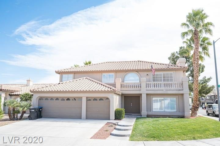 214 Carolina Laurel Street Property Photo - Henderson, NV real estate listing