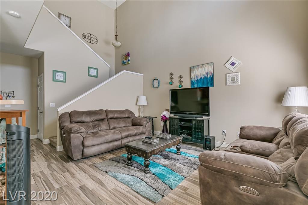 10523 Gold Shadow Avenue Property Photo - Las Vegas, NV real estate listing