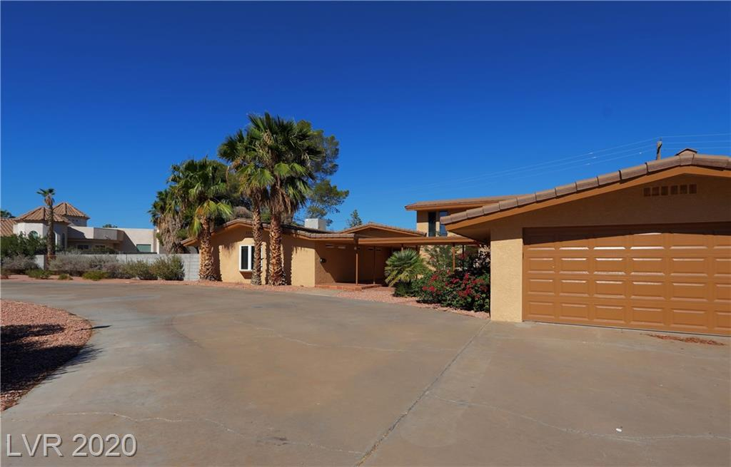 212 Country Club Drive Property Photo - Henderson, NV real estate listing