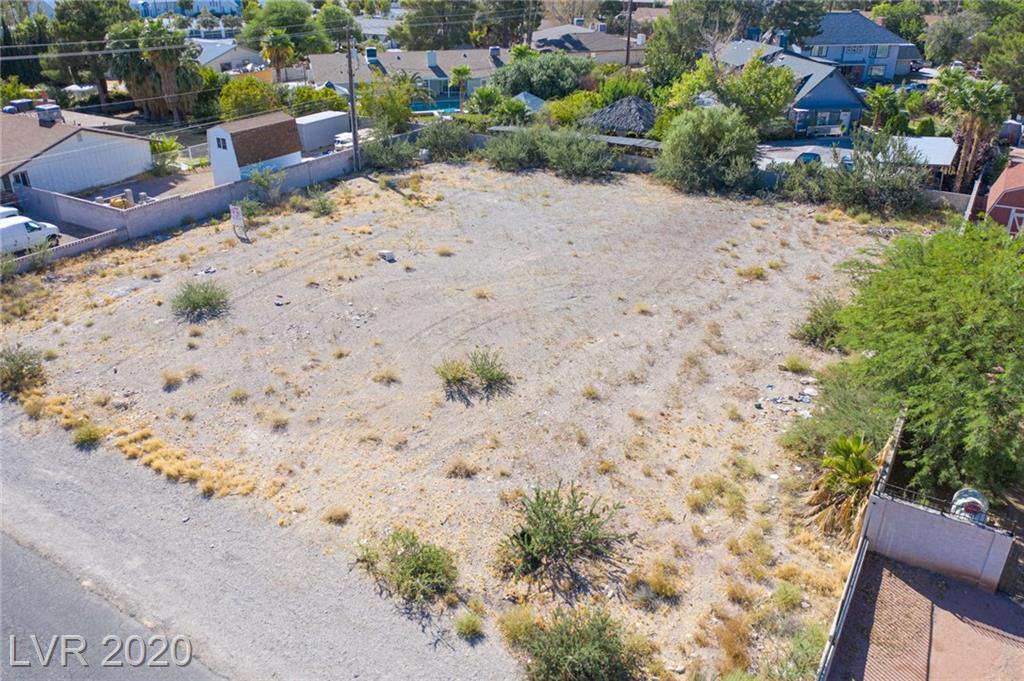 El Parque Property Photo