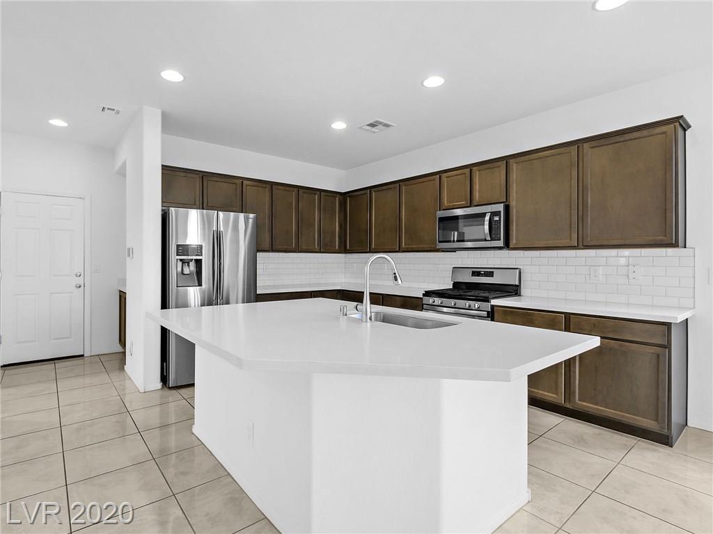 10574 Saguaro Blossom Street Property Photo - Las Vegas, NV real estate listing