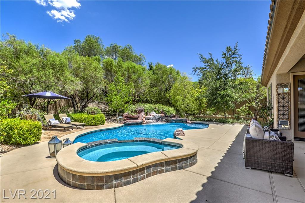 24 GLADEWATER Drive Property Photo - Henderson, NV real estate listing