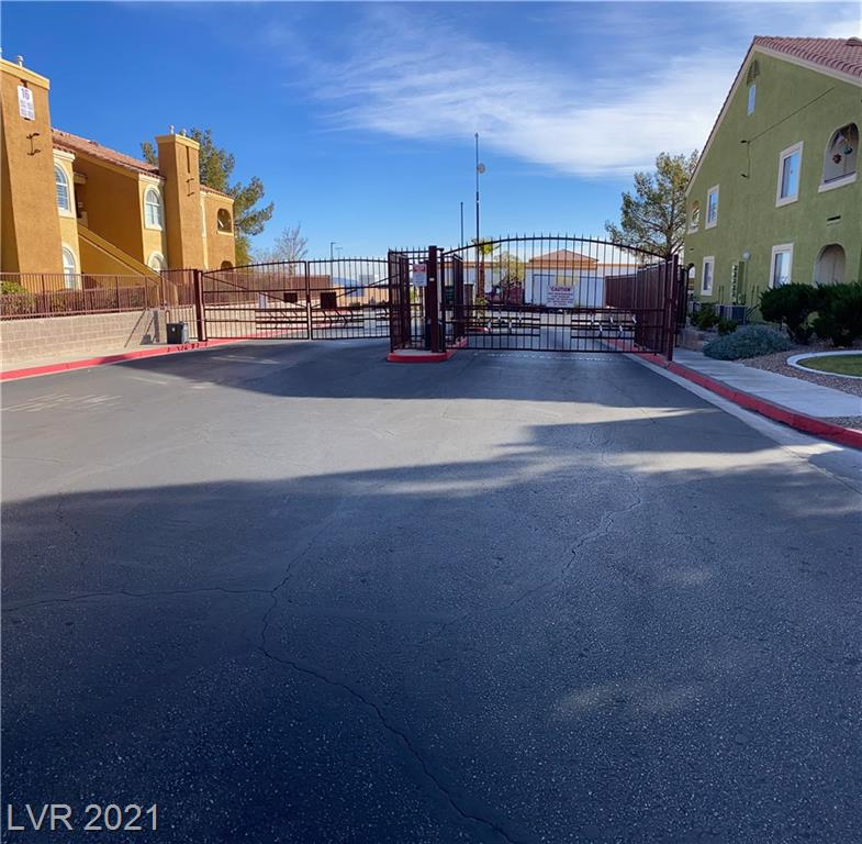 7950 Flamingo Road #2105 Property Photo - Las Vegas, NV real estate listing