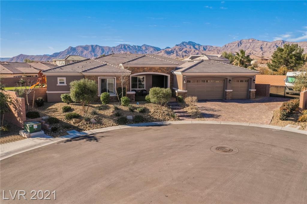 7155 N Grand Canyon Drive Property Photo - Las Vegas, NV real estate listing