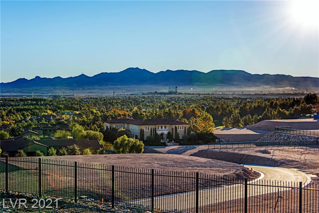 5 Oakmont Hills Lane Property Photo - Las Vegas, NV real estate listing