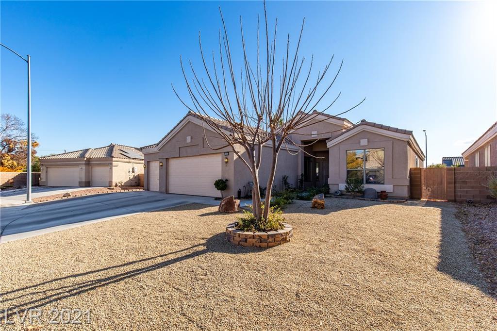 6103 Sandstone Mesa Drive Property Photo - Las Vegas, NV real estate listing