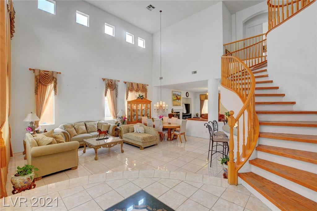 5573 San Florentine Avenue Property Photo