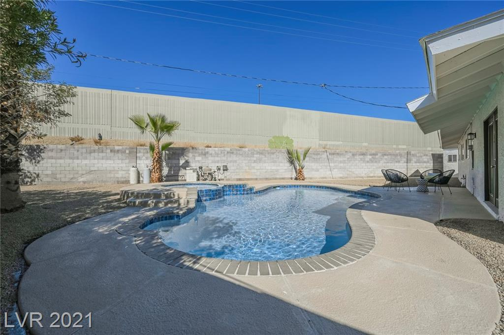 11 Jade Circle Property Photo - Las Vegas, NV real estate listing