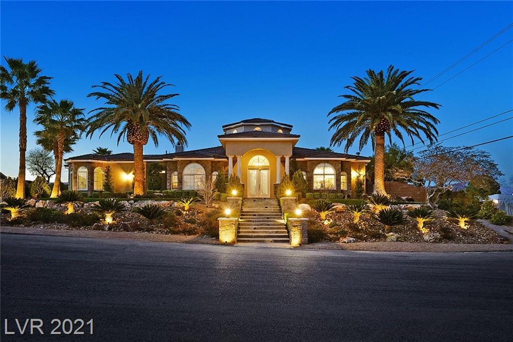 4665 N Chieftain Street Property Photo - Las Vegas, NV real estate listing