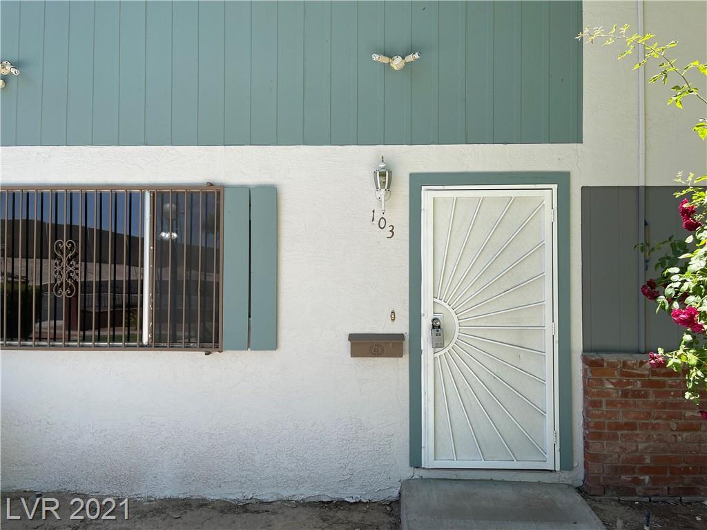 103 Greenbriar Townhouse Way Property Photo