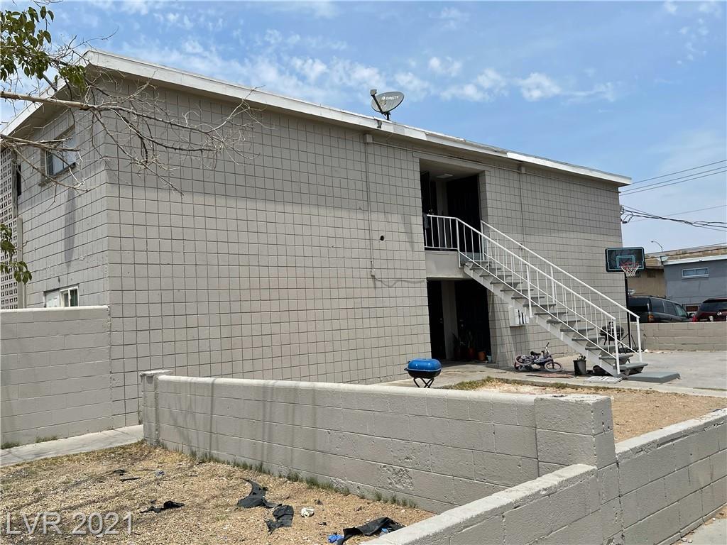 2909 Stewart Avenue Property Photo 1