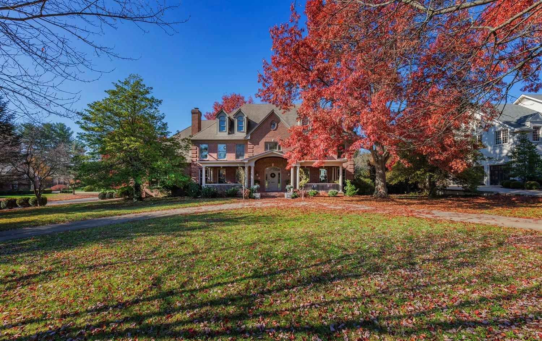1852 Lakewood Drive Property Photo 1