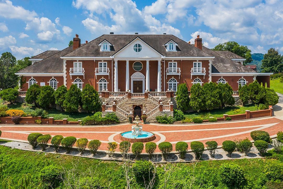 169 Three Oaks Lane Property Photo 1