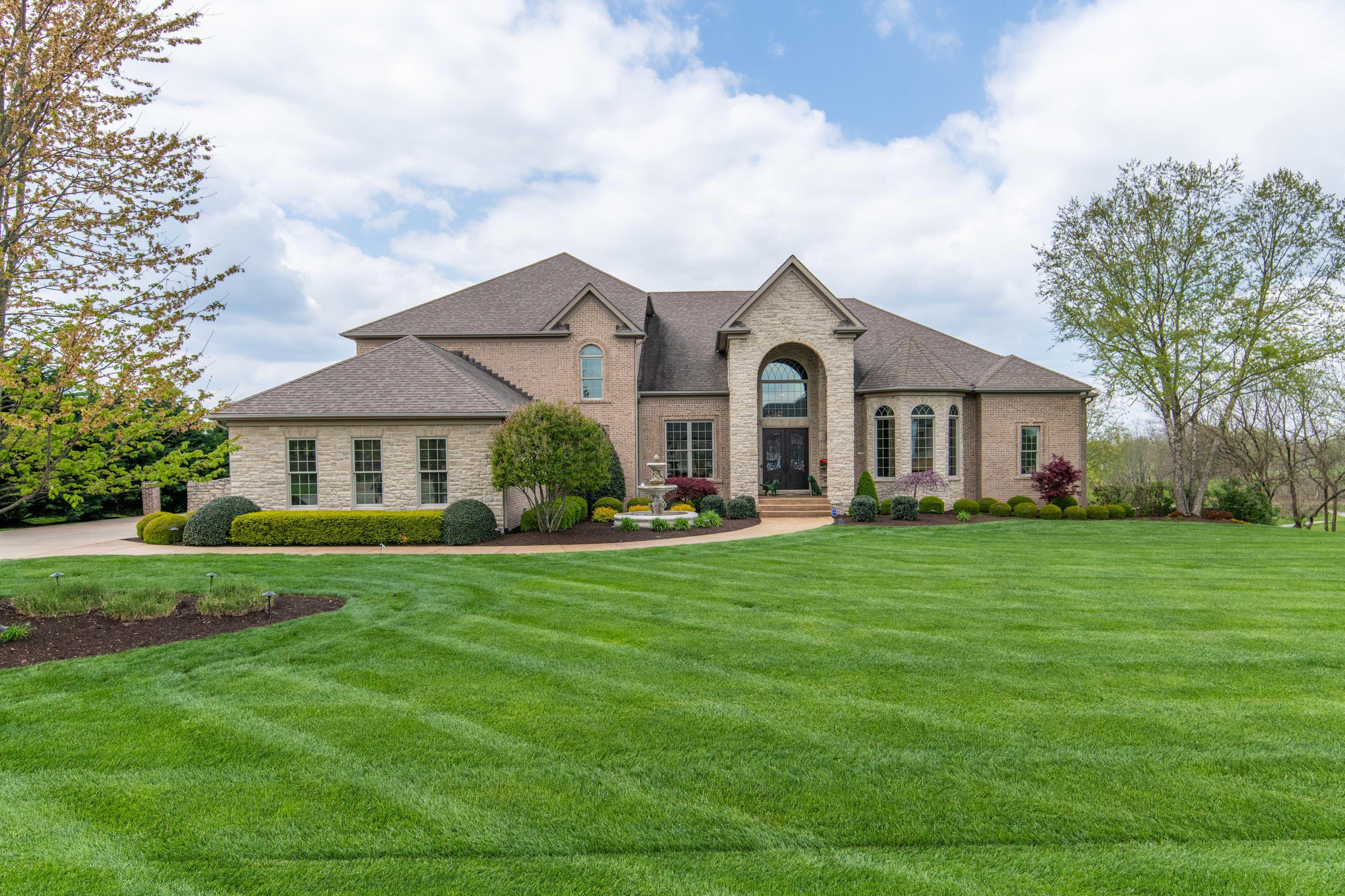 300 Eagle Drive Property Photo 1