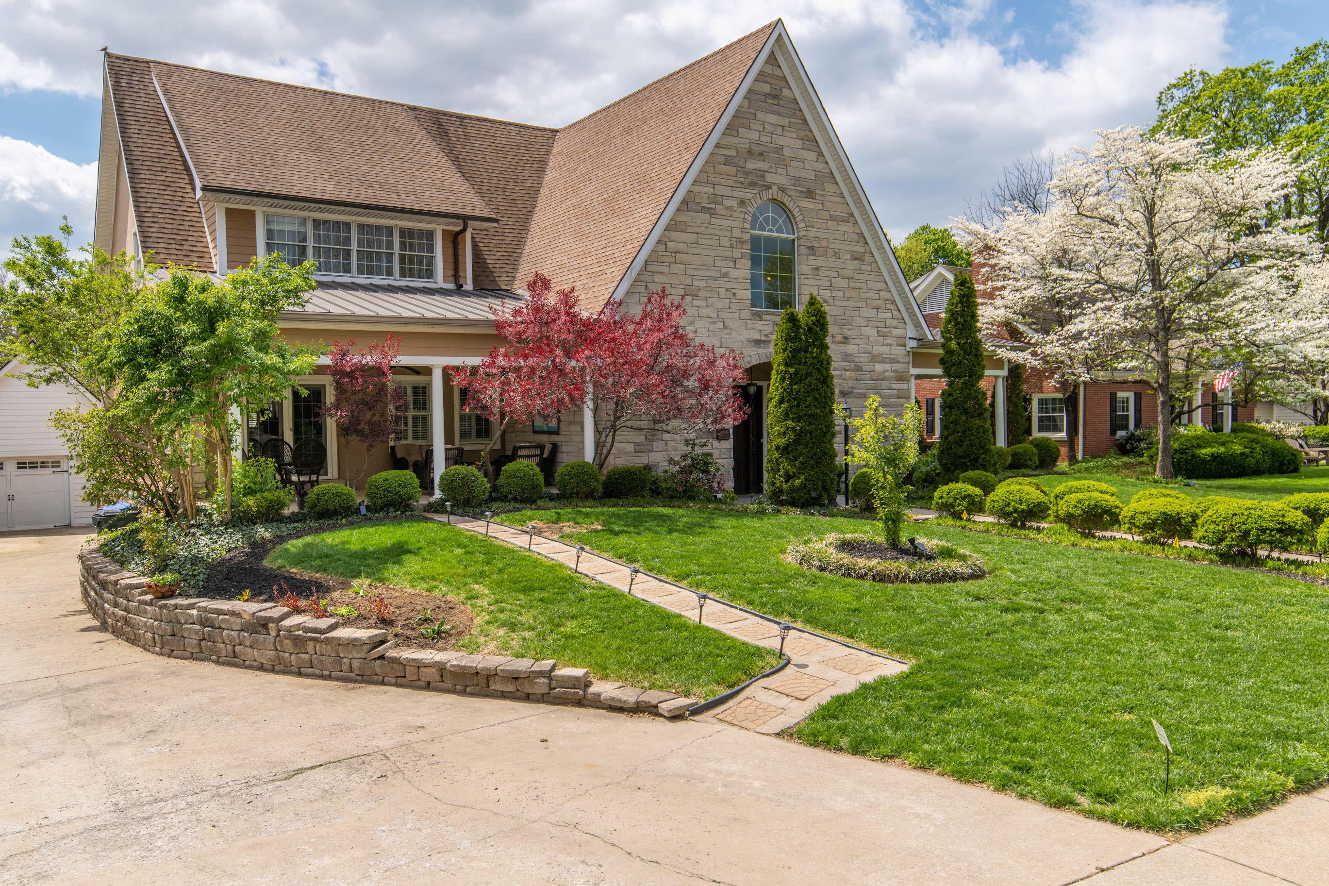 1090 Lakewood Drive Property Photo 1