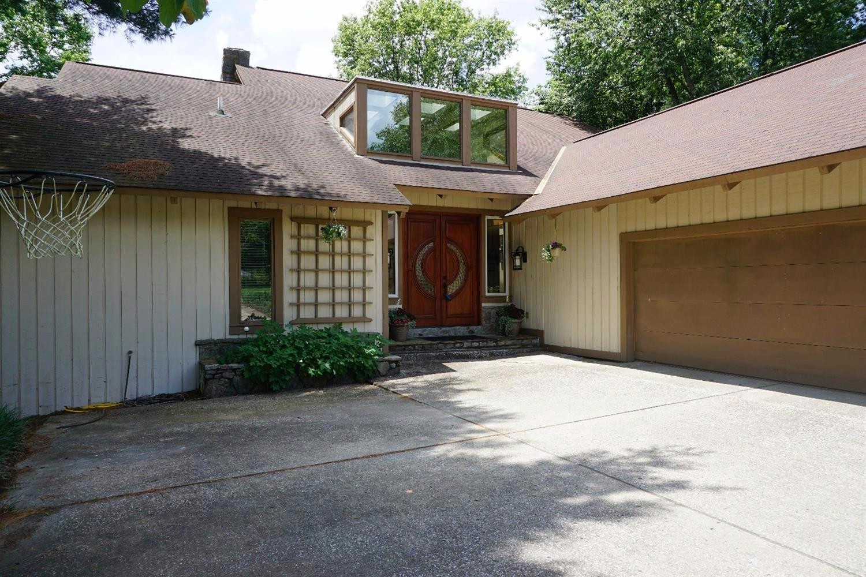104 Creekside Drive Property Photo 1