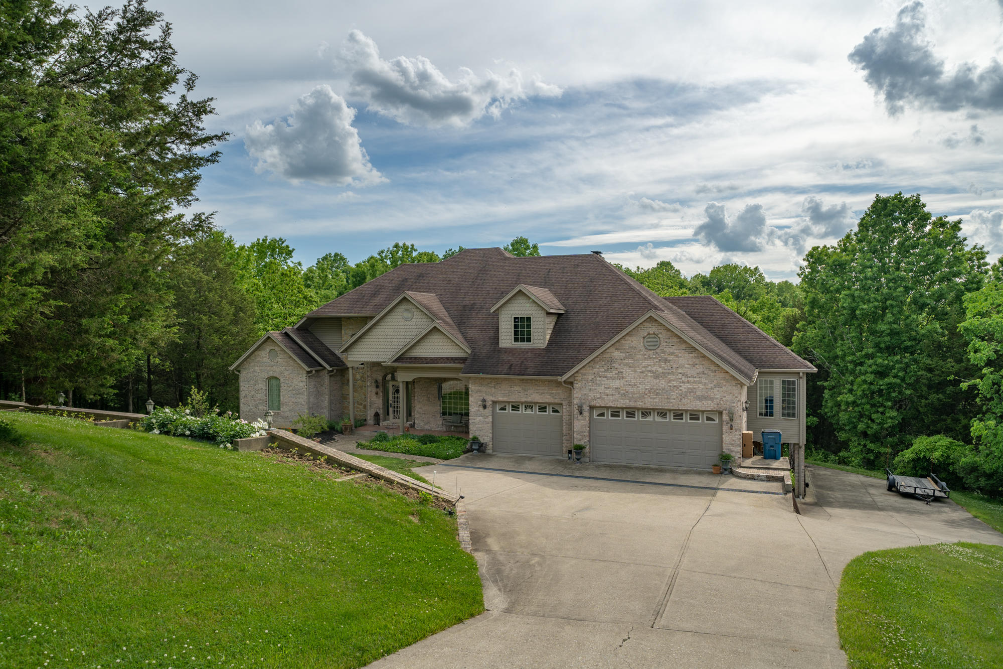 125 Lynwood Drive Property Photo 1