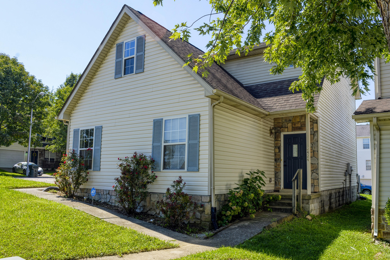 2424 Justin Place Property Photo 1