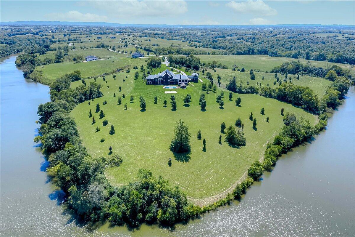 1492 Champion Way Property Photo 3
