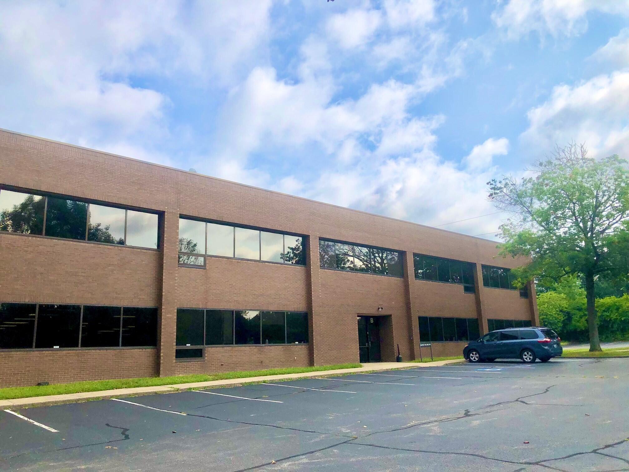 800 Corporate Drive Property Photo 1