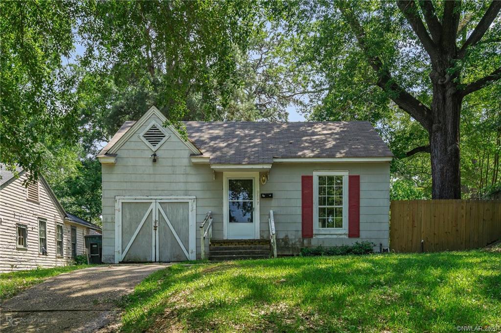 117 E College Street Property Photo